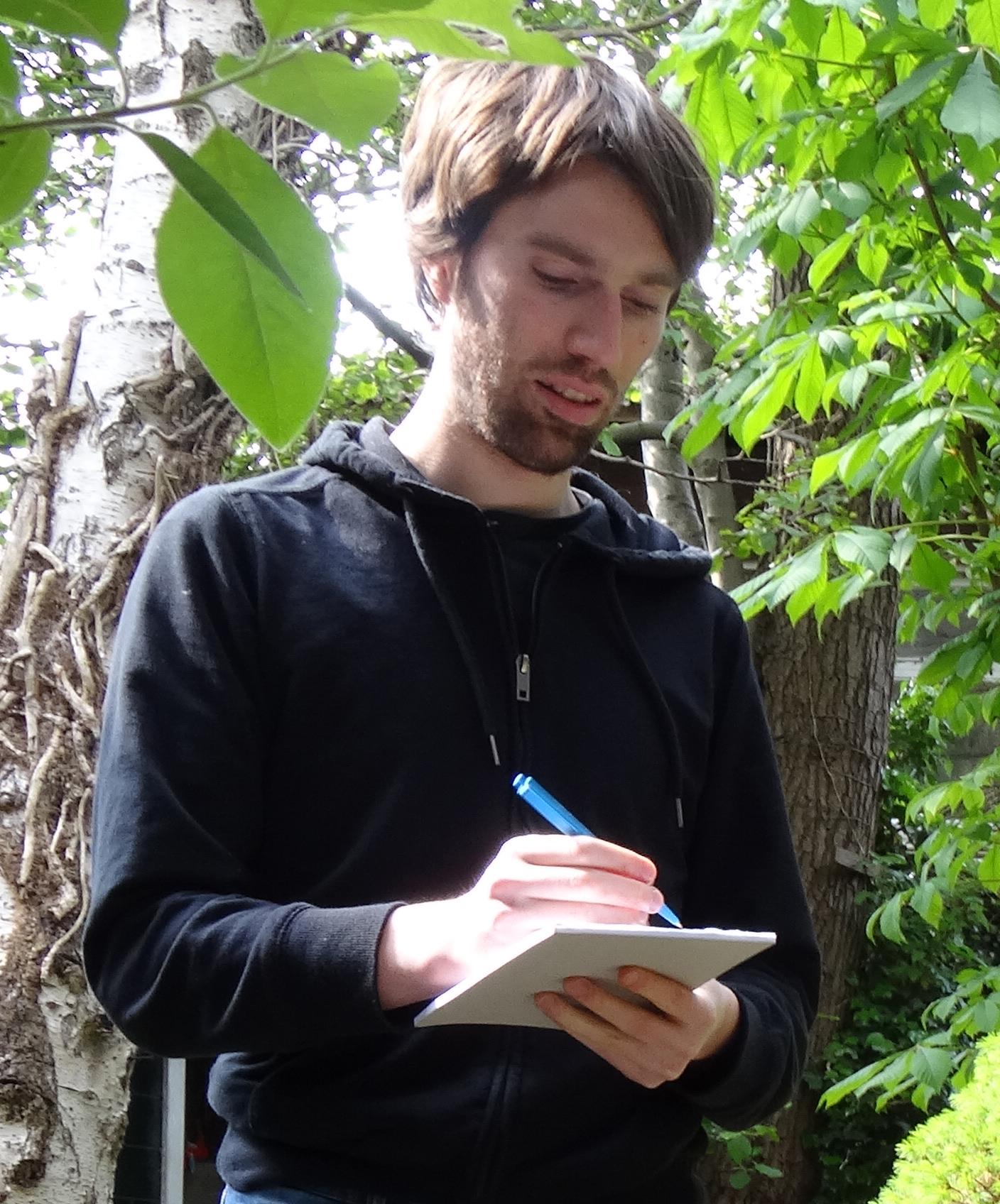 Redacteur en Tekstschrijver Daan Ruijter in actie